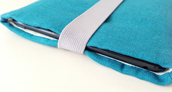 写真:Etsyで買ったブルーの素敵なiPad miniケース